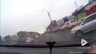 Car nearly gets flipped over || Viral Video UK - Video