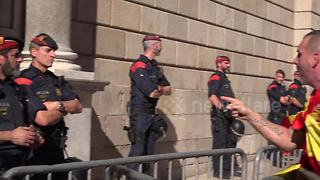 Tension in front of Catalan government building at anti-independence protest - Video