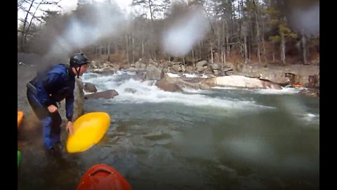 Quick-Thinking Kayakers Heroically Save Drowning Man's Life