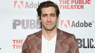 Jake Gyllenhaal Shows Fans His Mysterio Pajamas