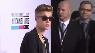 Bieber apologizes for racist joke - Video