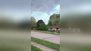Terrifying footage of a tornado forming outside Chicago, Illinois USA