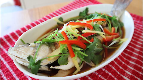 How to make Thai steamed seabass with soy sauce