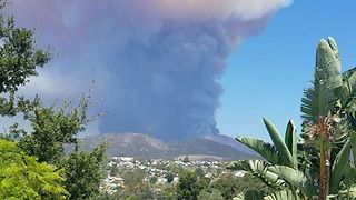Residents Evacuated After Holy Fire Erupts in Trabuco Canyon, California - Video