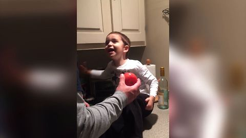 "Little Boy Just Can't Say ""Tomato"" – His Mispronunciation Has Mom & Dad In Stitches!"