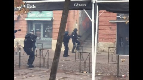 Student Protesters Throw Stones at Police in Toulouse