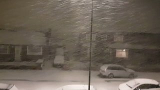 Traffic Disruption as Snow Falls Heavily Around Manchester - Video