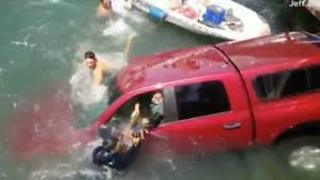Bystanders jump into marina to save family and dog - Video