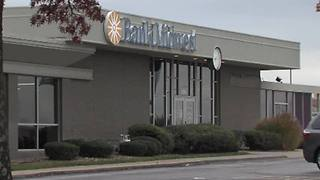 Kansas City, Kansas woman tells bank teller she's being held hostage - Video