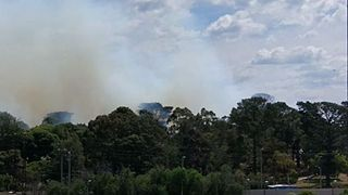 Fire Burns Out of Control in Southeast Melbourne - Video
