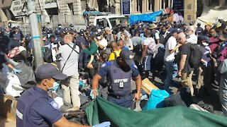 SOUTH AFRICA - Cape Town - Refugees removed from outside Central Methodist Mission (Video) (gvv)