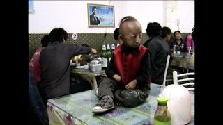 World's Smallest Man Dies - Video