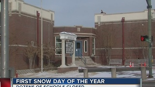 Schools use first snow day of the year - Video