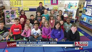 Craig reads to children in Millard - Video