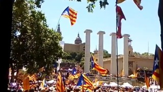 Thousands Rally in Barcelona in Support of Catalonia's Independence Referendum - Video