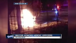 Milwaukee police officers honored for fiery crash rescue - Video