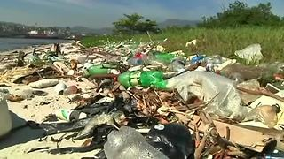 Rio's youth say no to ocean pollution - Video