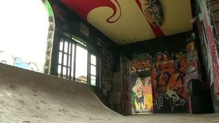 Brazilian man converts his home into skate park dream house - Video
