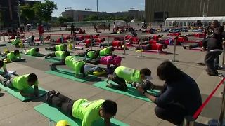 World planking record set in Beijing - Video