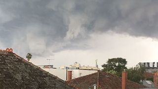 Timelapse Shows Wild Weather Sweeping Across Melbourne Suburbs - Video
