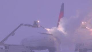 How planes are de-iced at DIA - Video