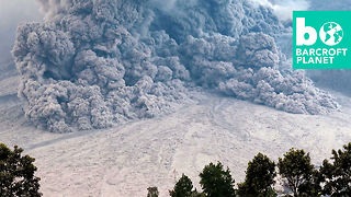 Gigantic Volcanic Cloud Charges Down Mount Sinabung - Video