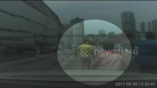 Angry driver beats up man he thought was driving too slow - Video