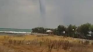 Huge Waterspout Approaches Shores of Brindisi - Video