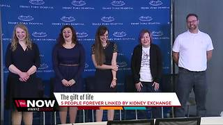 5 people linked by kidney exchange meet - Video