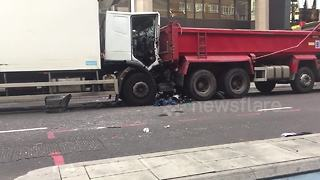 Lorry crash causes East London main road closure - Video
