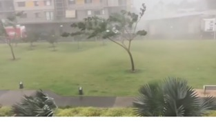 Darwin Waterfront Hit by Strong Winds and Rain - Video