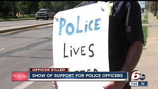 Community shows support for police officers in wake of fatal officer shooting - Video