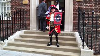Town crier announces birth of Duke and Duchess of Cambridge's baby boy