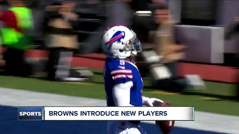 QB Tyrod Taylor looking to turn the winless Browns around after ending the Bills playoff drought