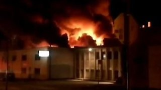 Early Morning Industrial Blaze Rips Through Downtown Vancouver Building - Video