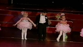 Funny Tot Girl Refuses To Dance On Stage - Video