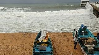 Waves Crash Against Pier in Trivandrum as Cyclone Ockhi Hits - Video