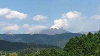 Smoke Billows from Japan's Shinmoedake Volcano After Six Years of Calm - Video