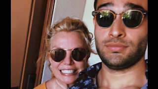 Britney Spears jets out to Hawaii for early birthday getaway with boyfriend Sam Asghari