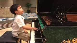Five-Year-Old Piano Prodigy Puts On Amazing Performance  - Video