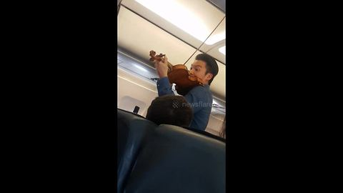 Famous violinist Ray Chen serenades passengers on redirected plane