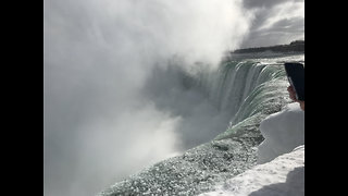 Niagara Falls Turns Icy During Winter Storm