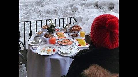 Who loves this cool view for breakfast?! ❄🌫
