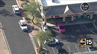 Business owner shoots robbery suspect in Phoenix - Video