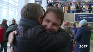 Man Tracks Down Birth Parents, Can't Hide Tears When He Meets His Dad - Video