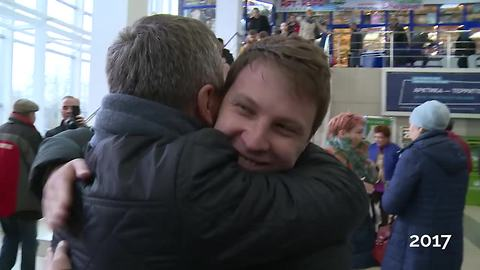 Man Tracks Down Birth Parents, Can't Hide Tears When He Meets His Dad