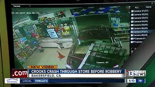 Crooks crash car through store before robbery - Video