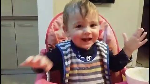 Baby makes food fun by creating epic mess