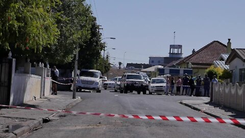 SOUTH AFRICA - Cape Town - Mobs torched drug den where murdered Tazne was kept (Video) (QYc)