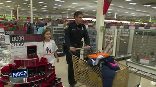 Kids shop with cop - Video